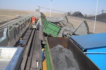 Iron ore wagon dumper