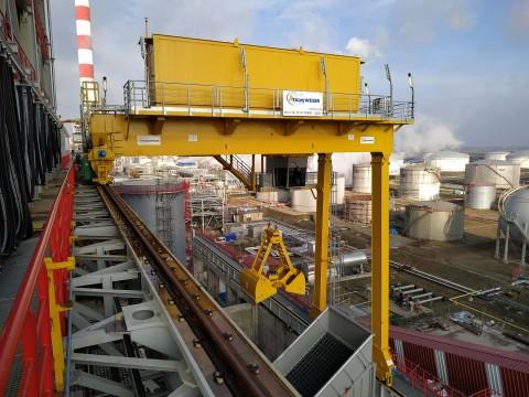 coker-crane-nis-refinery