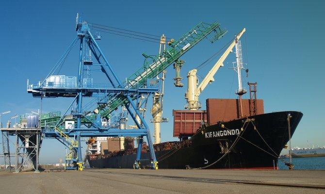 Neuer Getreide-Schiffsbelader am Gloria Dock von Port Saint Luis du Rhone